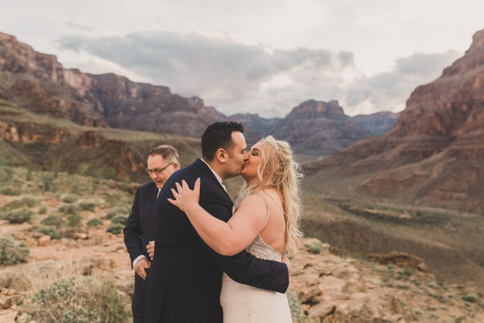 Taylor Made Photography captures Grand Canyon elopement
