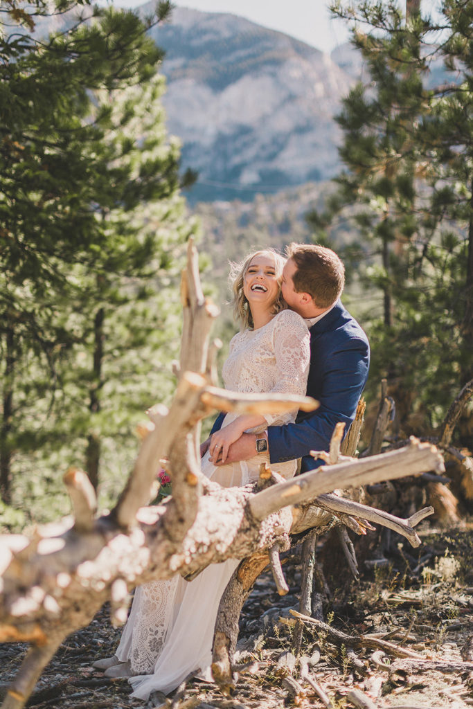 elopement giveaway with Taylor Made Photography and local Las Vegas vendors