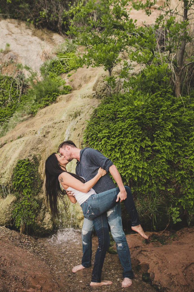 romantic couples portraits in Arizona oasis by Taylor Made Photography