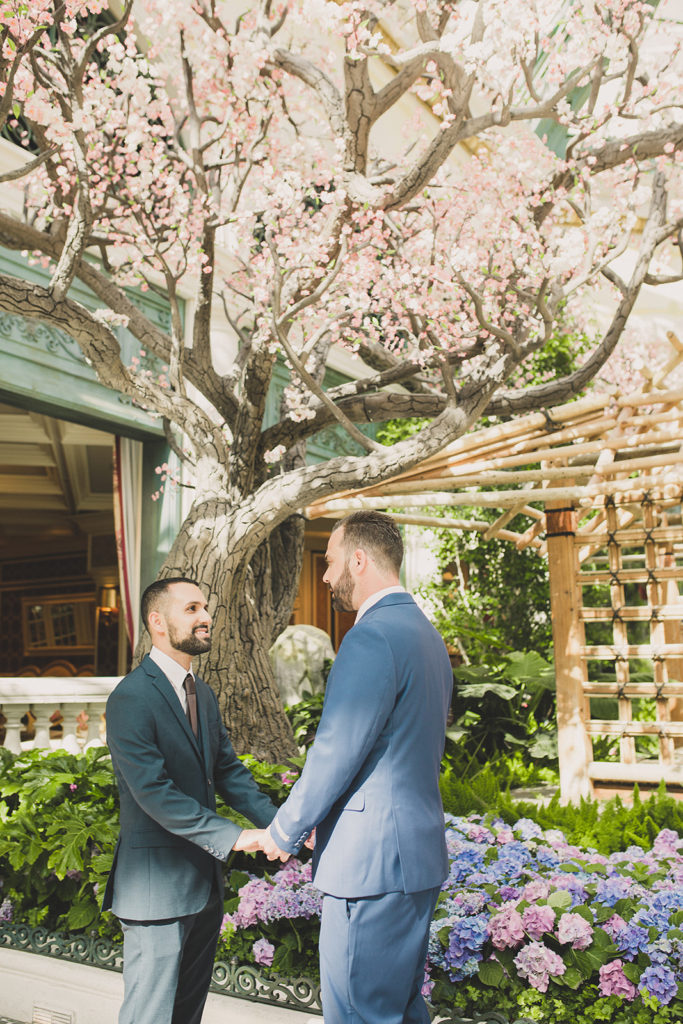 elopement portraits in Las Vegas garden by Taylor Made Photography