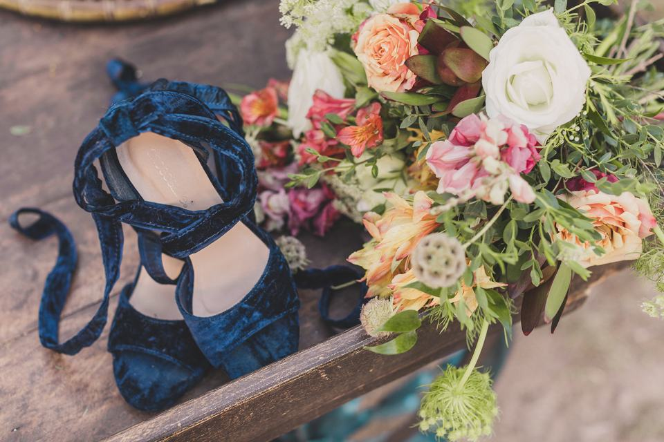 bride's blue velvet shoes for Las Vegas elopement photographed by Taylor Made Photography