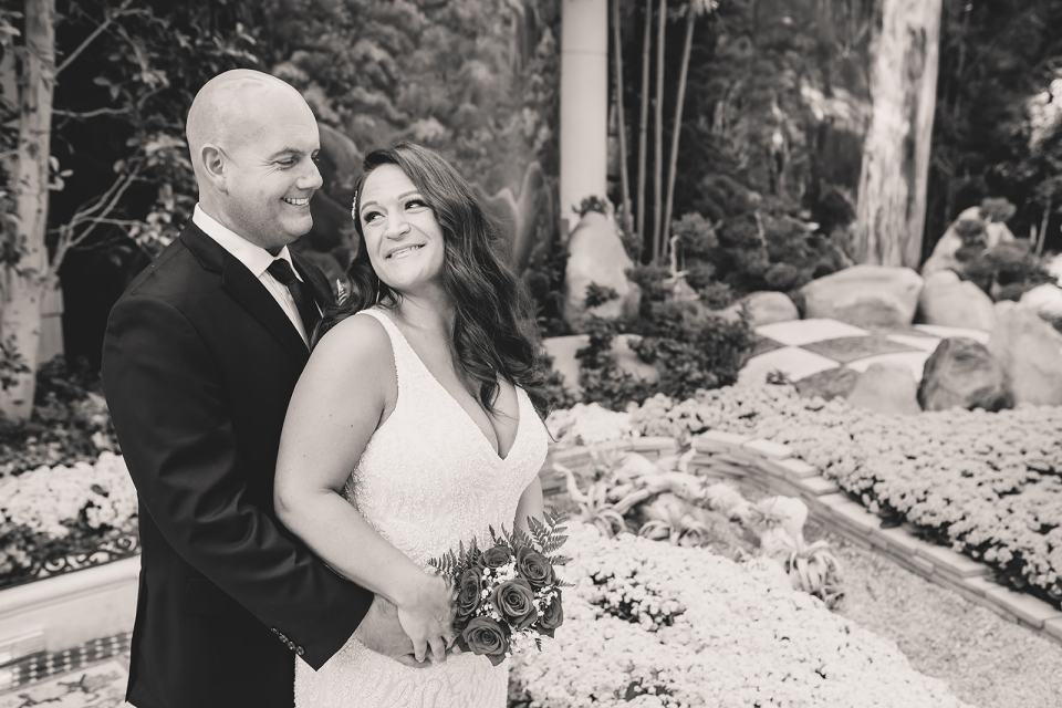 newlywed portraits in Bellagio Hotel gardens
