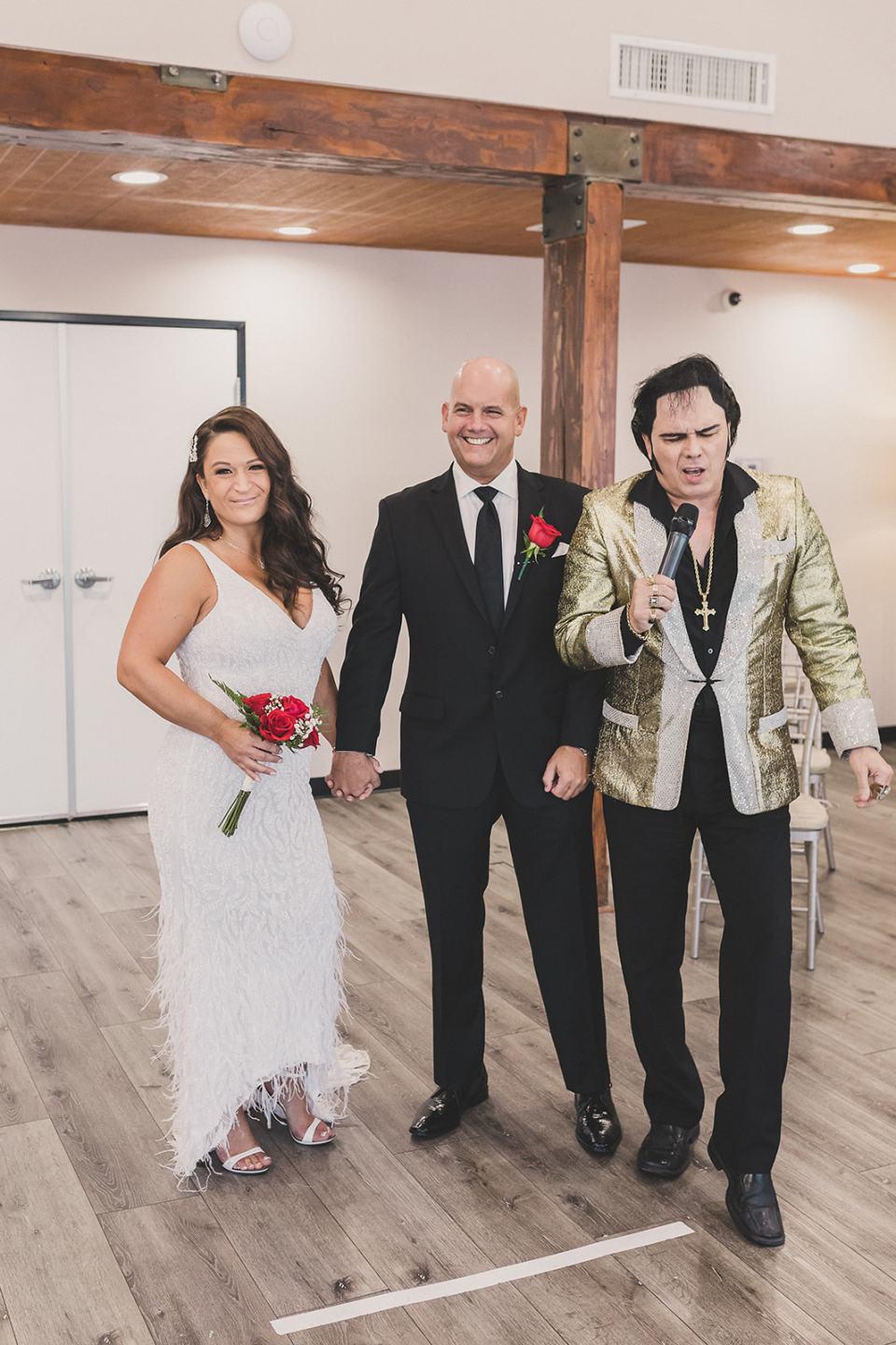 Elvis officiates Little Vegas Chapel Elopement
