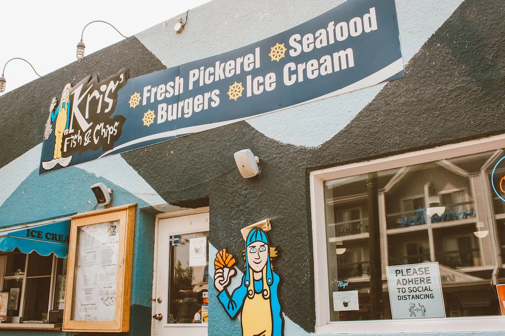 The outer facade of Kris' Fish & Chips in GImli, Manitoba