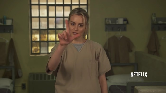 Orange is the New Black - Stop Don t Talk To Me - Netflix [HD].mp4_20160205_194508.399