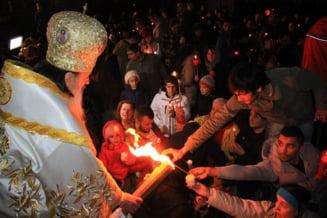 Arhiepiscopia Tomisului repeta in aceasta noapte slujba de Paste: Veniti de primiti Lumina!