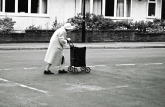 """Cum s-a evaporat majorarea pensiilor: de la 40% crestere la """"fiti fericiti daca le ingheata!"""". Economist: """"Ma tem de taieri"""""""