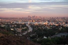 44 - Los Angeles, USA To Travel is to Live/ Los Angeles, USA: Vietin Los Angelesissa syksyn 2016 harjoittelussa ja ehdin tutustua kaupunkiin monipuolisesti sekä nähdä lukemattomia upeita auringonlaskuja. Tämä kuva on otettu kuuluisaa Mulholland Drivea pitkin ajellessa.