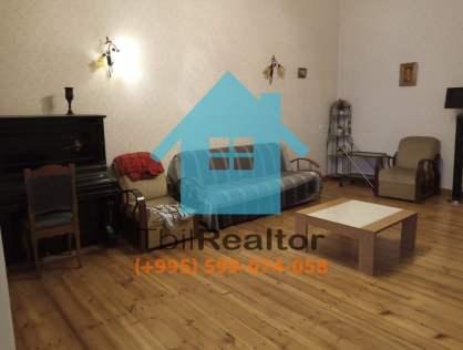Сдается в долгосрочную аренду 3 комнатная квартира на Агмашенебели