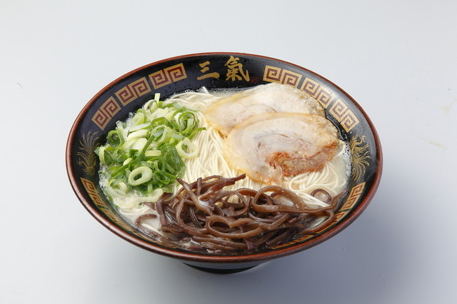 博多三氣 イオンスタイル笹丘店のラーメン