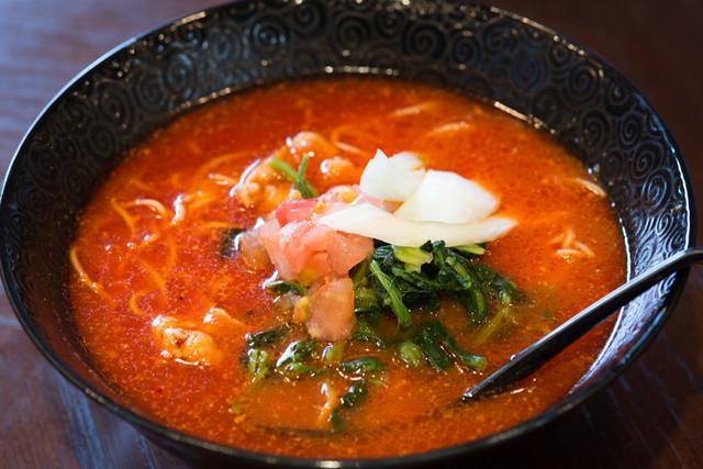 元祖トマトラーメンと辛麺とトマトもつ鍋 三味 古賀駅店のラーメン