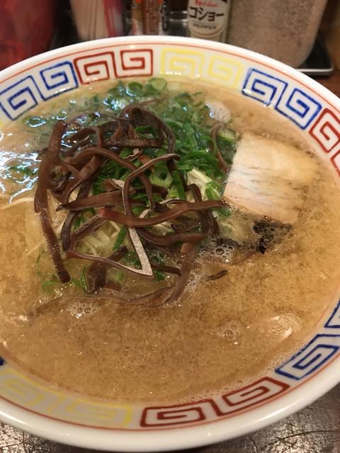博多屋台 福芳亭 天神店のラーメン