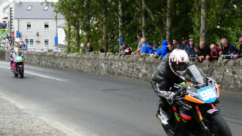 2019 Armoy Races : Andy Farrell and Neil Kernohan battling on the supertwins