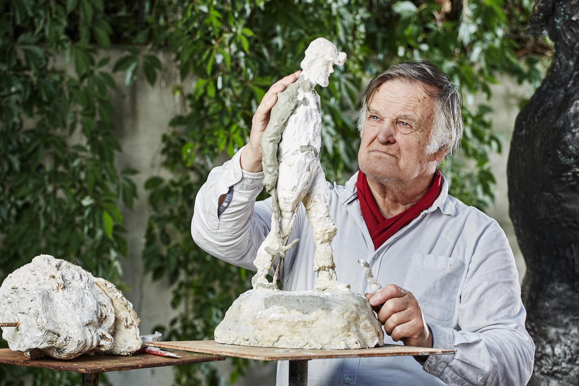 Skjølsvik med skulpturen Gruvebusen