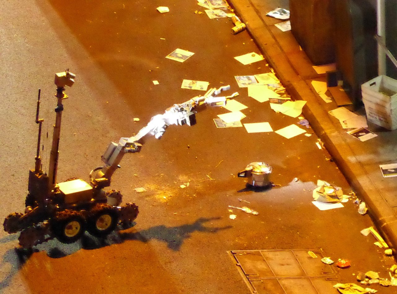 A police robot handles the unexploded pressure cooker bomb in West 27th Street in New York. Photograph: Lucien Harriot/Getty Images