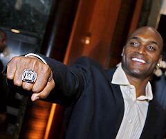 Ny Giants Amani Toomer Gets Super Bowl Ring