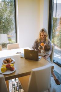 HOME-BASED BUSINESSES: HOW TO BALANCE WORK AND FAMILY