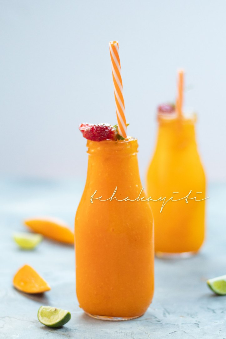 This frozen mango smoothie is the perfect start to your day during the summer. | tchakayiti.com