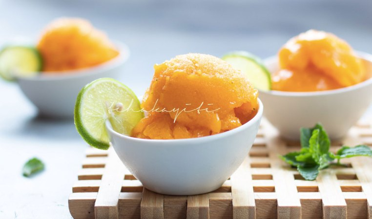 This mango sorbet is the perfect cold summer treat. And it's easy and simple to make. | tchakayiti.com