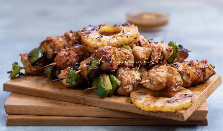 These ginger pineapple chicken kabobs are amazingly easy to make. There's some ginger and habanero pepper added to kick things up a notch.   tchakayiti.com