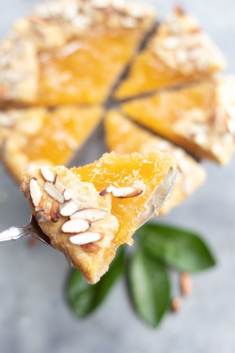 This potpourri citrus pie is bright, sweet, tart. It is everything your palate wants. And it's easy to prepare. | Tchakayiti.com