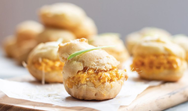 These pâte à choux, or bouchées as we call them, as filled with a spicy cheese spread enhanced with strong aromas of green pepper. They're a must on your appetizer menu. | tchakayiti.com