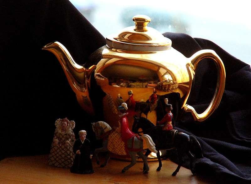O'Clock, Proprietary, and Royal Teas