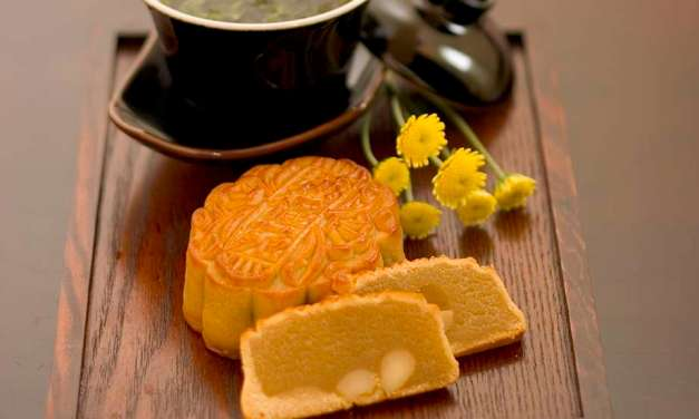 A mid-autumn pairing: Chinese tea + mooncakes