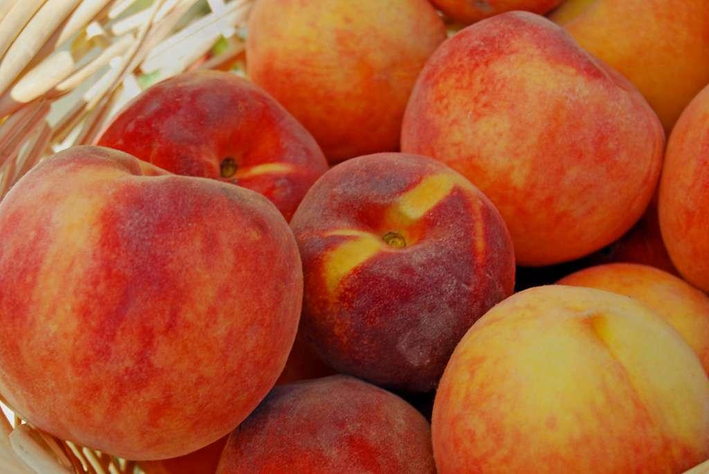 Fresh peaches in a pile