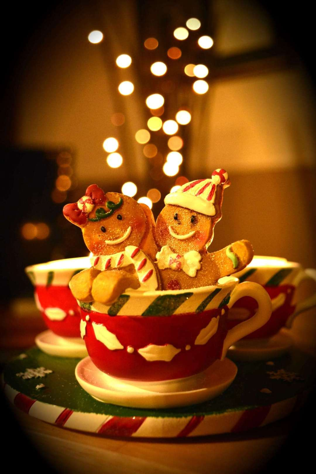 T Ching Classics: Decadent Holiday Tea Desserts - Photo of gingerbread people in tea cup