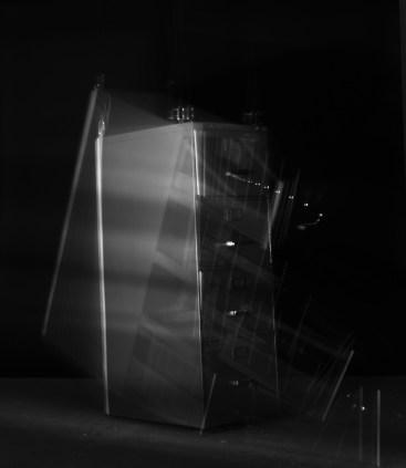 Leticia Ramos e Marcia Xavier_estudo para a queda de um armario _fotografia estroboscopica _144x122 cm _2014