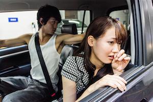 彼女 車 注意
