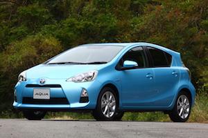 コンパクトカー 人気 ランキング 燃費、6