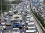自然渋滞の原因は?遅い車や上り坂、信号が原因?ハマってしまった時は?