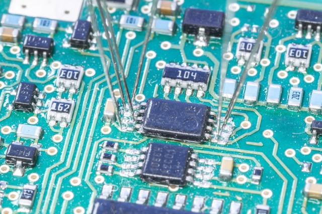 Probing IC Mounted on PCB