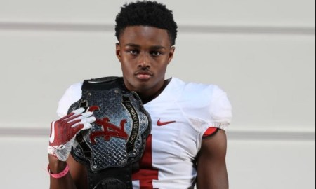 Alabama 4-Star LB commit Dallas Turner poes for picture doing visit