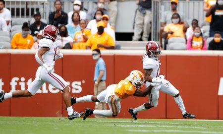 Jaylen Waddle returns kickoff against Tennessee