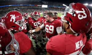 Landon Dickerson leads Alabama OL in pregame warmups before UGA game