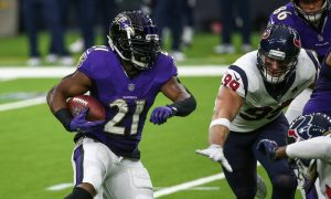 Mark Ingram makes a cut against the Houston Texans