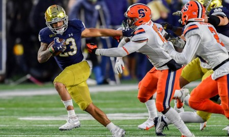 notre dame runnig back kyren williams carrie sthe football aagainst Clemson