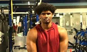 Jayden Wayne flexes in gym