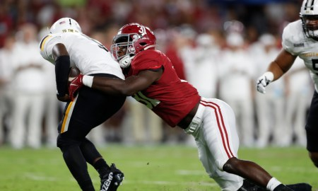 Will Anderson (#31) with a tackle for loss against Southern Miss.