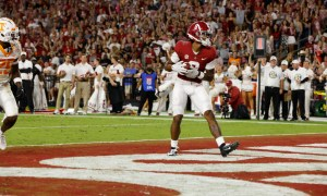 John Metchie (#8) scores a touchdown for Alabama versus Tennessee