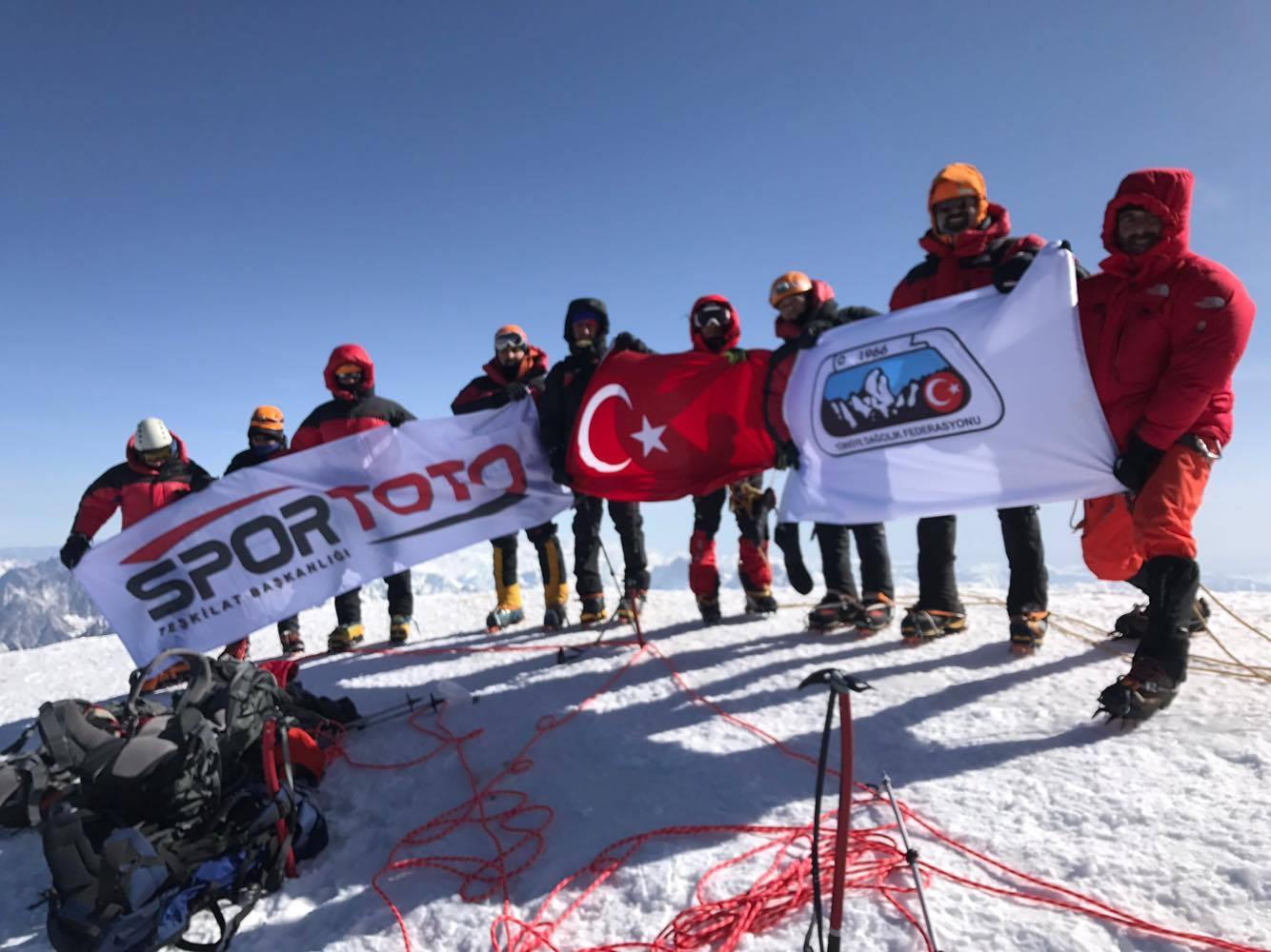 Kazbek Dağı Kış Zirve Tırmanışı başarıyla tamamlandı.