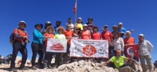 Sınır Tanımayan Dağcılar Kulübü Kızlar Sivrisi tırmanışını gerçekleştirdi.