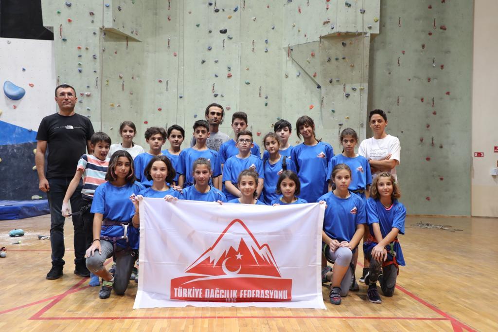 Spor Tırmanış Küçükler C ve D Kategorilerinde Dereceye Giren Sporcularımız Malzeme Desteği Yapıldı