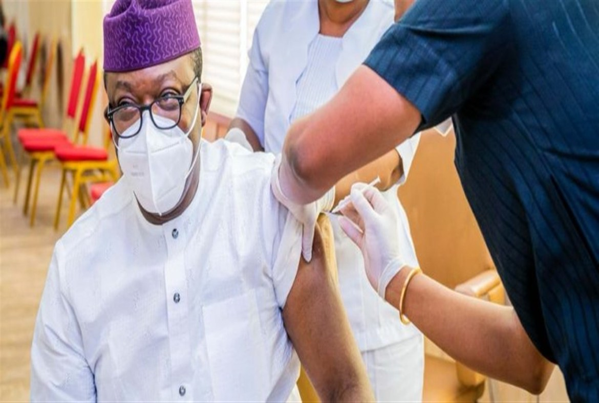 Governor, deputy, frontline health workers first to receive vaccine in Ekiti