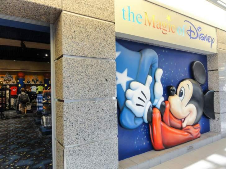 オーランド国際空港にあるディズニー公式ショップ
