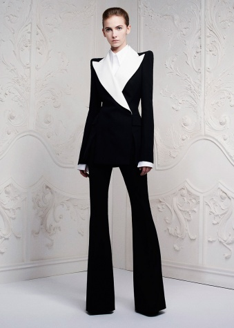 alexander-mcqueen-resort2013-runway-15_163101778082.jpg_article_singleimage