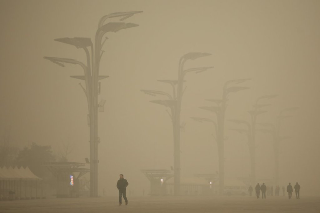 Tourists visit the Olympic Park during heavy smog on Dec. 1, 2015 in Beijing, China. [Image: Feng Li/Getty Images]
